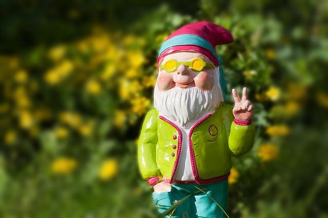 dwarf-1336495_640